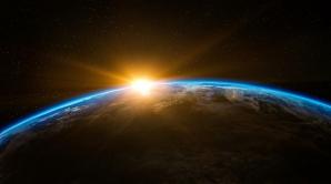Спутник NASA зафиксировал желто-голубые вспышки над Землей