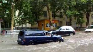 Столичную улицу затопило из-за дождей
