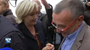Марин Ле Пен закидали яйцами во время предвыборной поездки