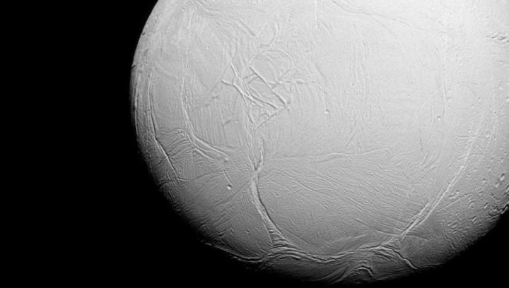 Ученые: спутник Сатурна может быть пригодным для жизни