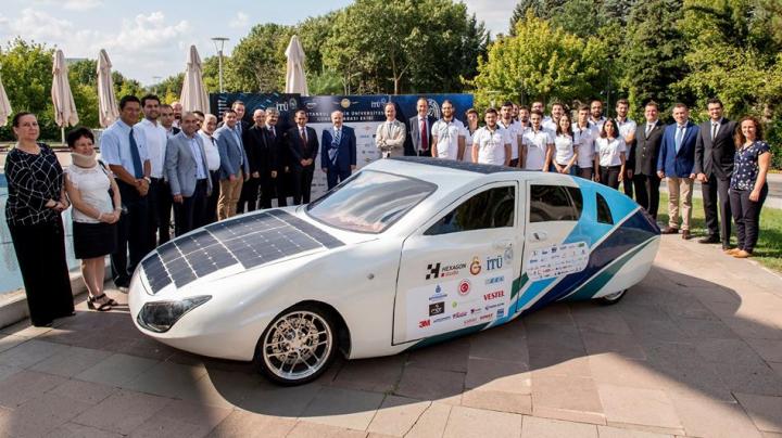 Индийцы выпустили электромобиль на солнечных батареях