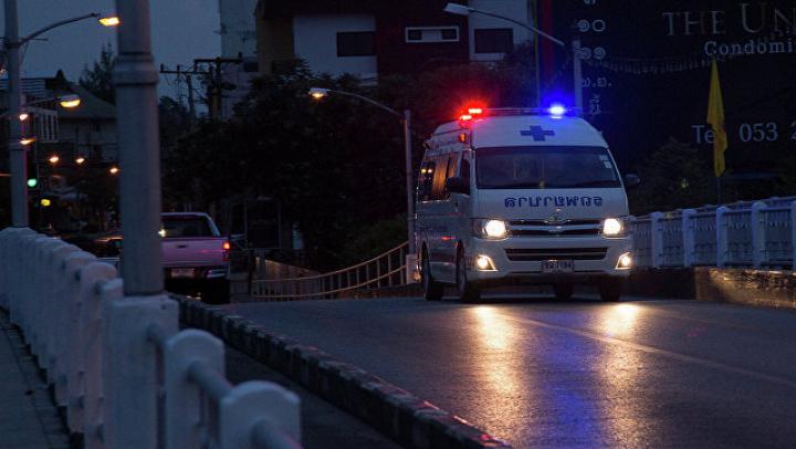 В результате двух взрывов у ТЦ в Таиланде пострадали 50 человек