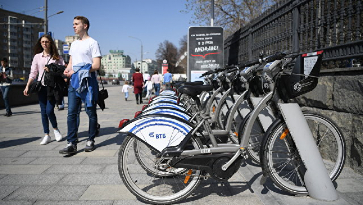 Питерские чиновники приехали на работу на велосипедах