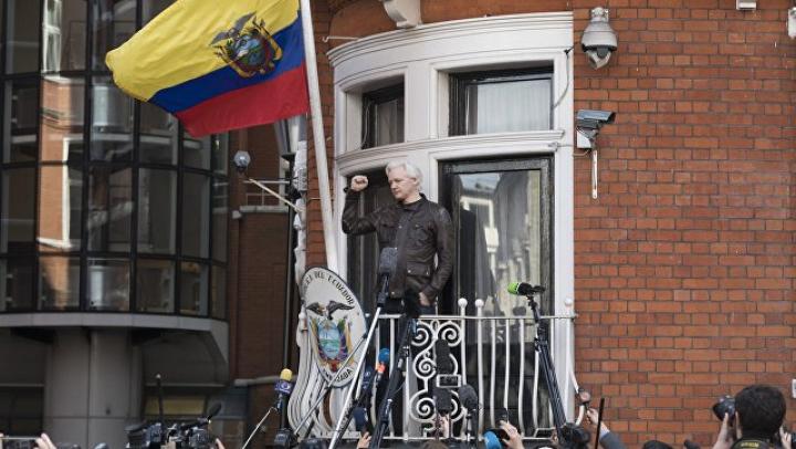 Президент Эквадора попросил Ассанжа не вмешиваться в политику страны