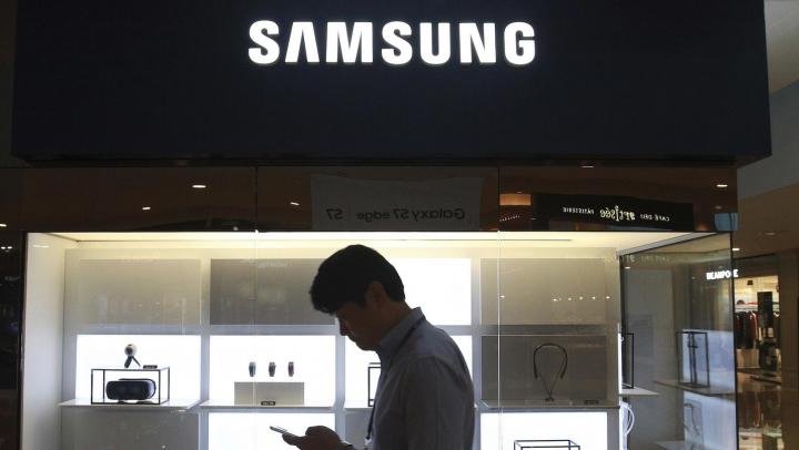 Samsung анонсировала первый в мире растягиваемый экран