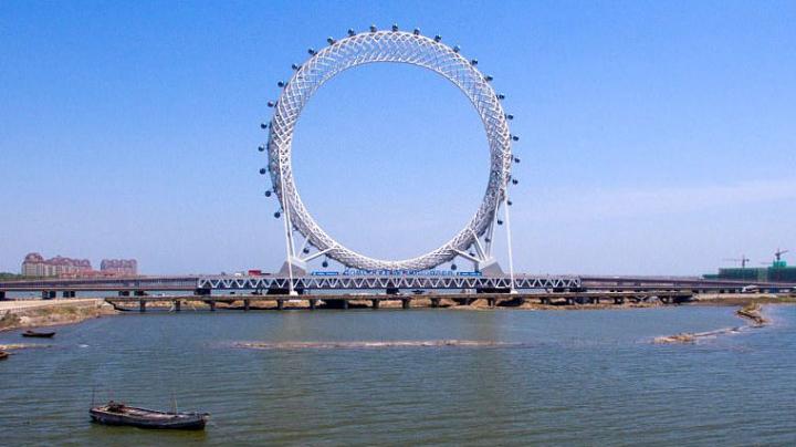 В Китае установили первое в мире колесо обозрения без спиц