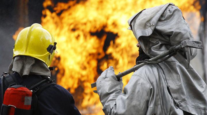В Подмосковье горит строительный рынок