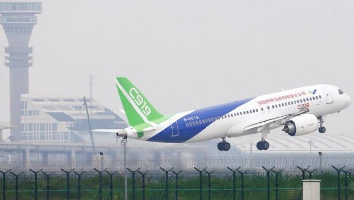 Самолет-конкурент Boeing совершил первый полет