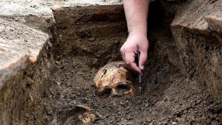 В Новгороде нашли тысячелетние могилы
