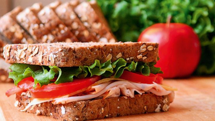 В Калифорнии музыкант побил домработницу за долгое приготовление бутерброда