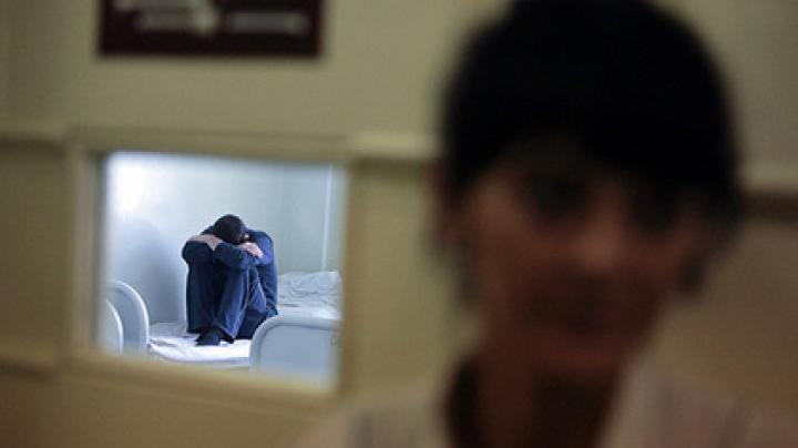«Лечившего» за взятки здоровых людей психиатра уличили в новых преступлениях