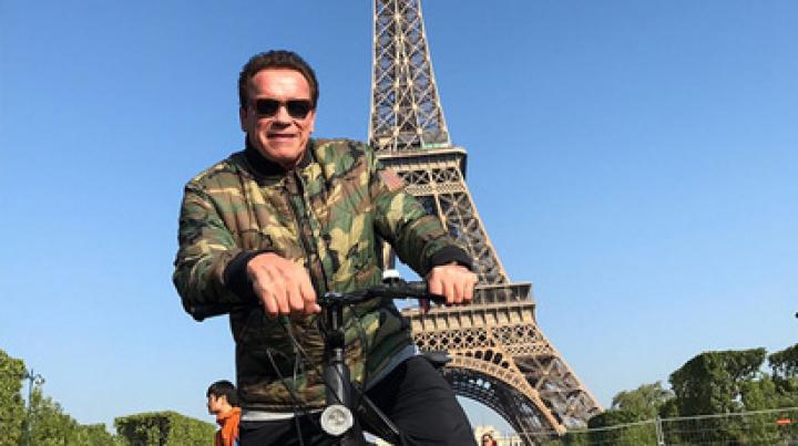Шварценеггер испортил фотосессию туристам у Эйфелевой башни