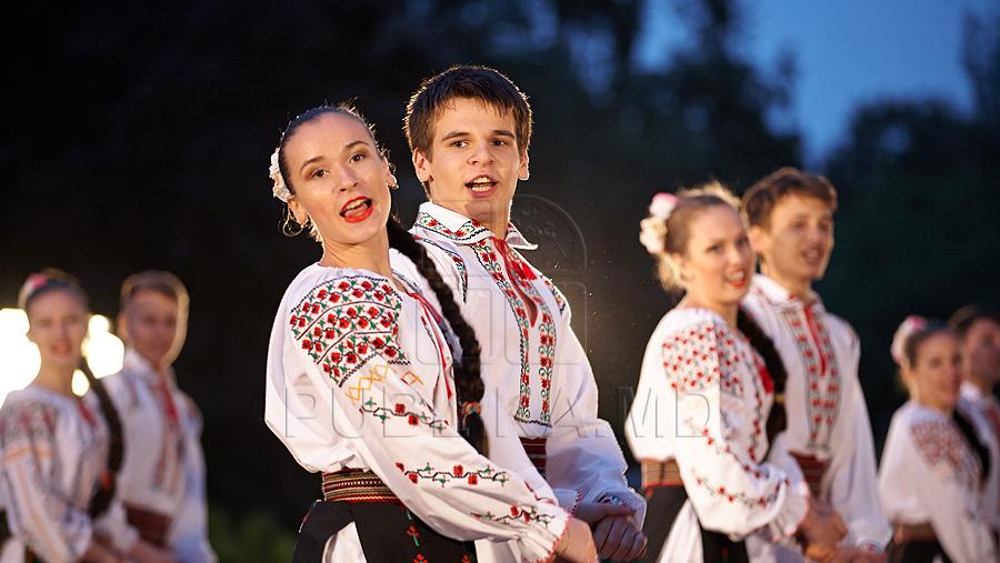 самих жениха мультяшный молдаванин человек фото ловушки выполнено так