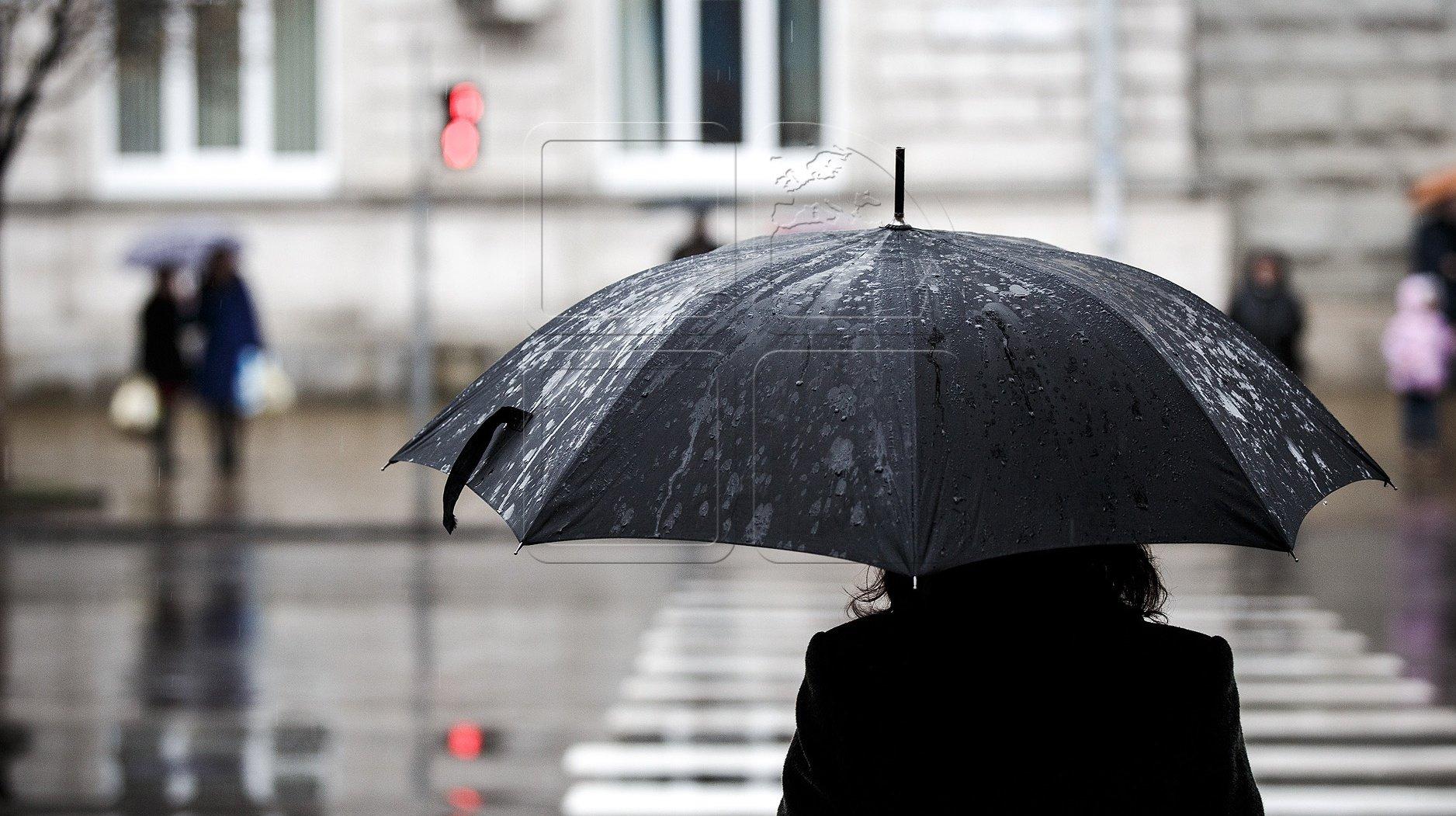 картинки пасмурная погода дождь фигурка