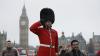 Впервые в истории караул у Букингемского дворца возглавила женщина