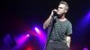Видео: Робби Уильямс не смог сдержать слёз на концерте в Манчестере
