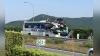 В Японии туристический автобус столкнулся с автомобилем