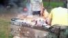 Английские бездомные устроили пикник на могильной плите