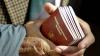 Двое мошенников вымогали 200 евро за румынский паспорт