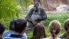 Пользователи сети влюбились в гориллу-лектора