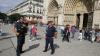 Мужчина с молотком напал на полицейских у парижского собора Нотр-Дам