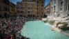В Риме запретили есть на исторических фонтанах