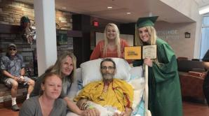 Выпускница организовала вручение диплома в палате смертельно больного отца