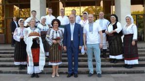 Премьер направил поздравительное послание по случаю Национального дня народного костюма