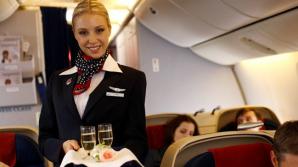 В Париже футбольные фанаты не дали стюардессе рассказать о правилах безопасности