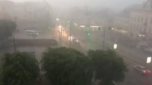 В Черновцах после проливного дождя вода затопила десятки улиц