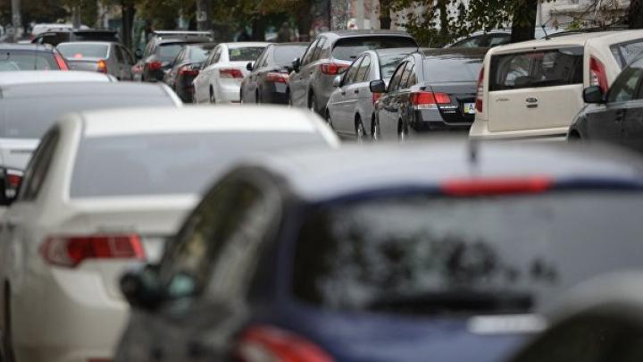 Женщину в США обвинили в смерти детей, запертых в машине на жаре