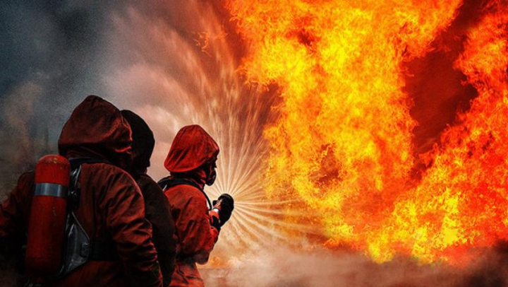 В Иране на нефтеперерабатывающем заводе вспыхнул пожар