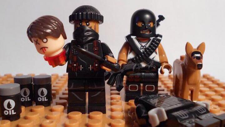 В сети продают поддельный конструктор Lego с фигурками боевиков ИГ