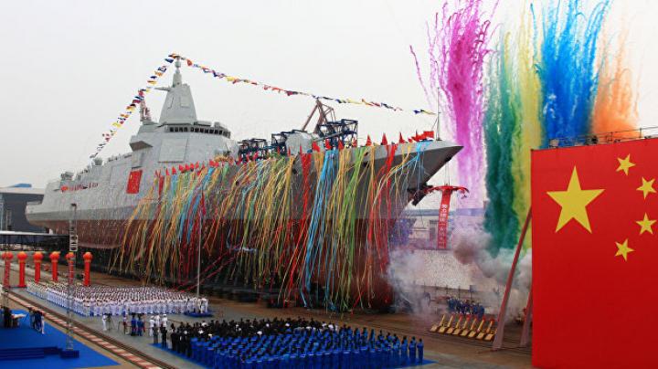 Китай спустил на воду новый ракетный эсминец собственного производства