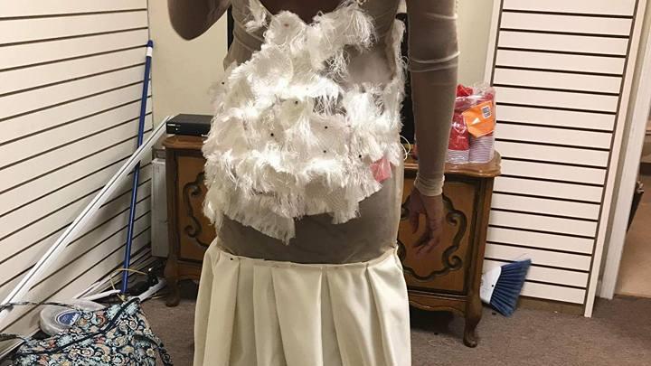 Ужасное выпускное платье возмутило пользователей Facebook