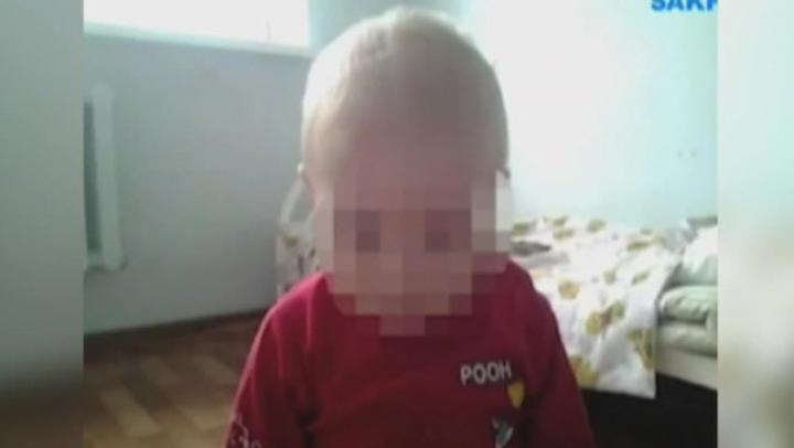 Мальчика, над которым издевалась медсестра, не отдают родным