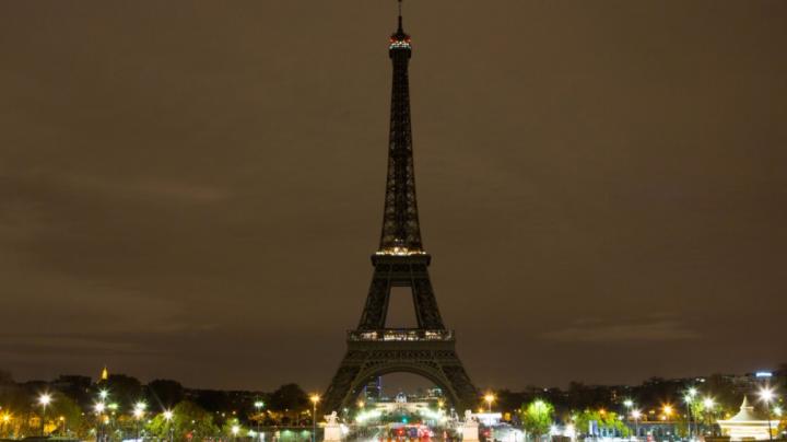 Подсветку на Эйфелевой башне выключили в третий раз за последние восемь дней