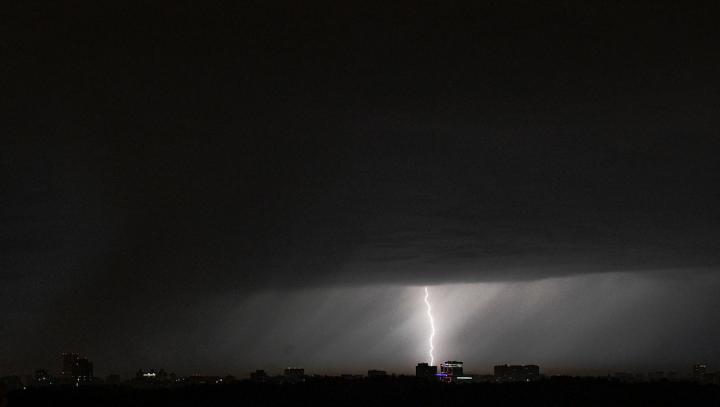 Метеорологи объявили в Москве жёлтый уровень опасности из-за грозы