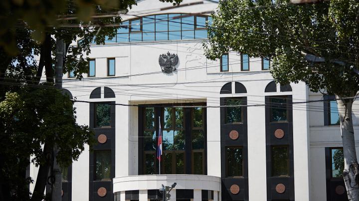 Молодые унионисты и ветераны протестовали у здания посольства Российской Федерации