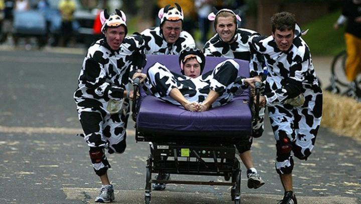 В английском графстве Северный Йоркшир прошли гонки на кроватях
