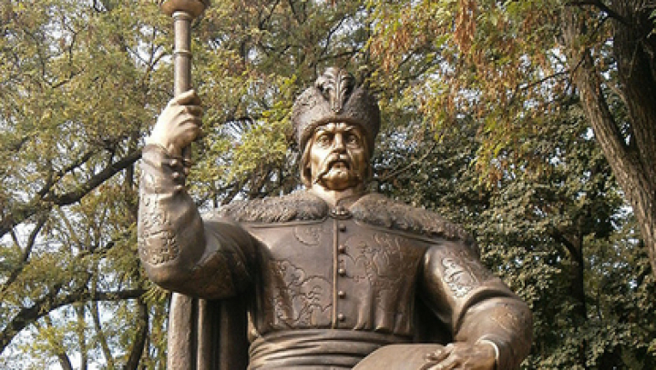 В Полтаве памятник Мазепе вновь облили краской