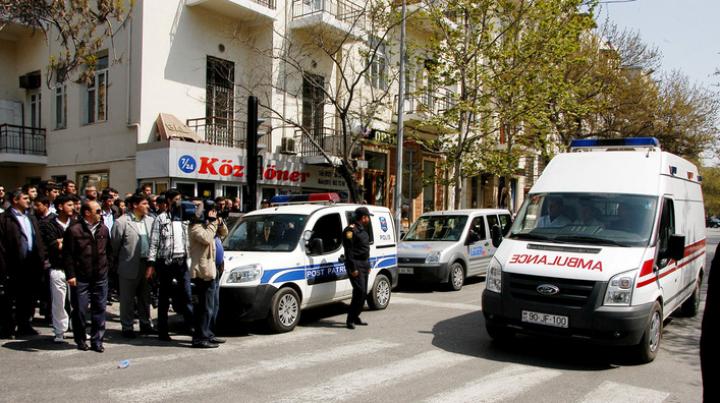 Похищенному в Тбилиси журналисту в бакинской тюрьме стало плохо