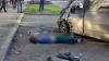 В Екатеринбурге водителя, врезавшегося в два автомобиля, придавило собственным Mercedes