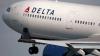 Бортпроводник Delta Air Lines разбил бутылку о голову буйного пассажира