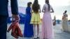 Победившей рак девушке запретили приходить на выпускной из-за прогулов