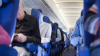 Пассажирку самолета арестовали за облизывание уха соседки