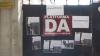 Группа молодых людей принесла к штабу партии DA подгузники для Андрея Нэстасе