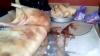Антисанитария на центральном рынке: полиция застала двоих мужчин за разгрузкой свинины