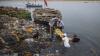 В Индии запретили выбрасывать мусор в реку Ганг