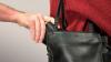 Пожилой воришка ограбил женщину, которая примеряла платье для его жены